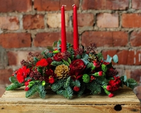 Warm Christmas Table Arrangement